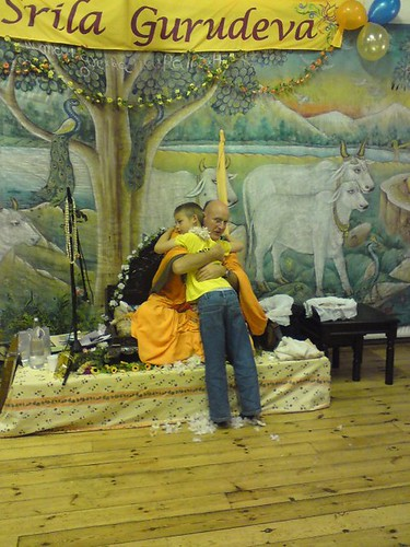 Indradyumna Swami Vyasa puja in UK 2010 -0018 por ISKCON desire  tree.
