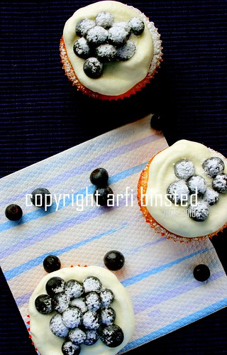 blueberry and lemon cupcakes-2 by ab2010