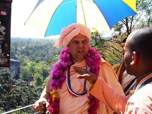 H H Jayapataka Swami in Tirupati 2006 - 0051 por ISKCON desire  tree.