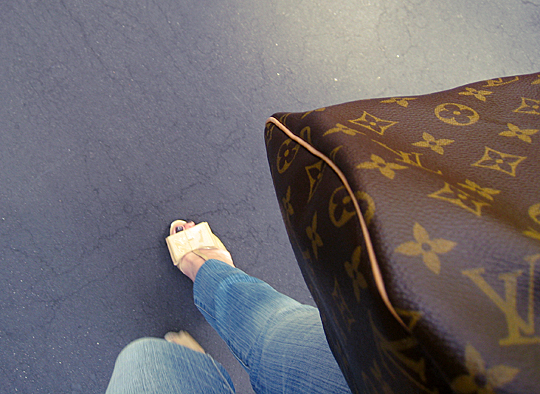 patent bow heels+louis vuitton bag closeup