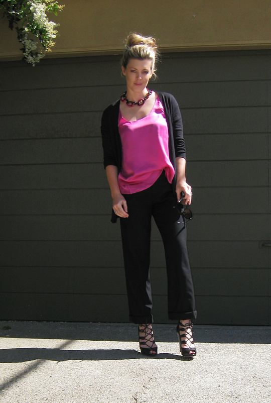 pink tank blouse+black cuffed pants+lace up heels -5