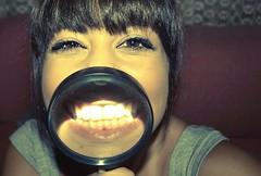 :) (*Ague*) Tags: portrait selfportrait glass girl smile self fun grande big funny chica retrato teeth joy happiness sonrisa felicidad autorretrato lupa diversin magnifying dientes divertido