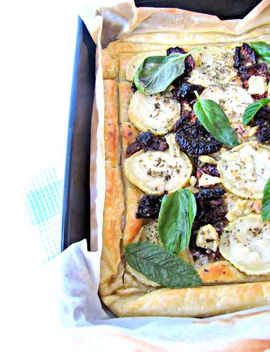 Sfogliata di Chèvre e Pomodori Secchi