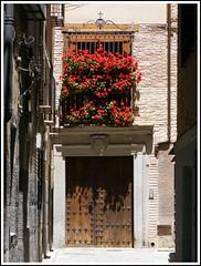 Rincn en Toledo (Patataasada) Tags: street door flowers espaa flores calle spain puerta toledo balcn callejn castillalamancha a3b
