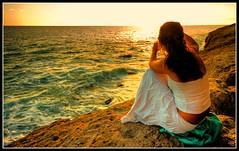 CONTEMPLANDO EL  ATARDECER. (El Coleccionista de Instantes) Tags: sea sun sol grancanaria atardecer mar chica sunsets cielo mogan sigma1020mm platinumphoto canon40d goldstaraward