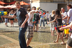 Wasserschlacht Flashmob Frankfurt (Dembo) Tags: germany flickr frankfurt hesse 80mm ef24105mmf4lisusm canoneos5dmarkii flickrall