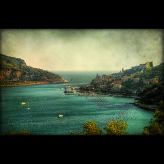 Un ultimo saluto a Portovenere (Versione textured) (in eva vae) Tags: old blue sea sky italy panorama seascape castle church nature water colors canon landscape boats eos rebel bay boat dock scenery kiss eva italia mare blu framed liguria azure barche cape framing portovenere colori hdr squared paesaggio textured laspezia x3 baia postprocessing 500d promontorio palmaria porticciolo tonemapping eos500d t1i eosrebelt1i inevavae