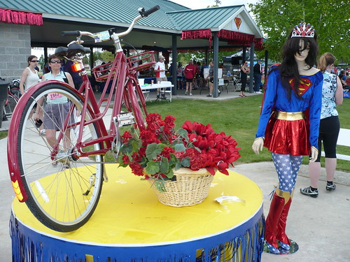 LUNA Little Red Riding Hood - close bike and wonderwoman