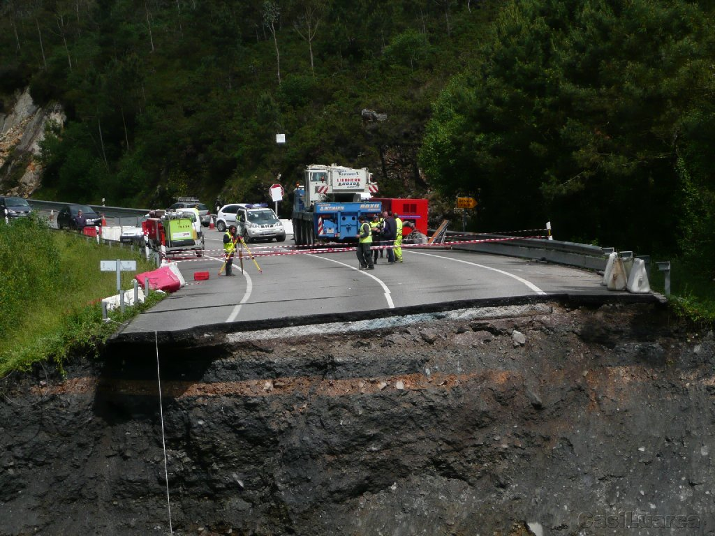 Inundaciones ¨El Bao¨ - LIEBHERR LTM 1050-4 AsturOccidente - 007