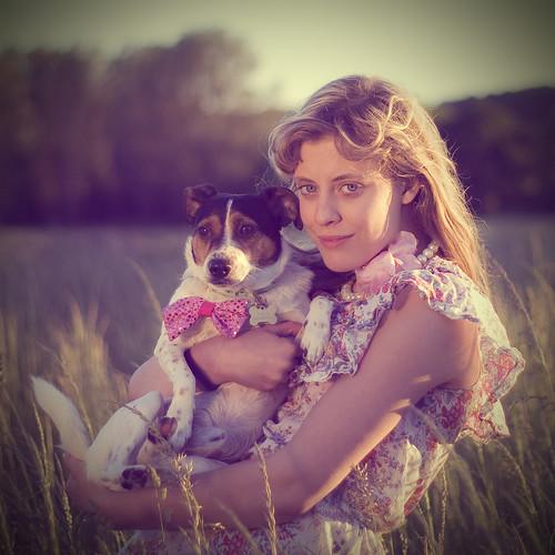 [フリー画像] 人物, 女性, 犬・イヌ, ジャック・ラッセル・テリア, 201006200900