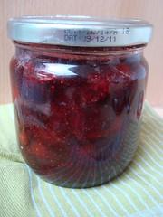LE pot de confiture de fraises