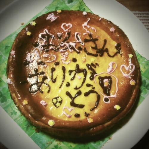 子供たちが作ってくれたチーズケーキ。しっとりしていて甘さ控え目、ボリューム満点。おいしかってございます。
