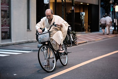 Kimono Man on a Bicycle (Rekishi no Tabi) Tags: kimono bicycle asakusa tokyo japan fujifilm xpro2