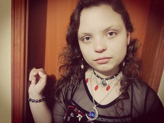 IMG_20170402_184538 (josespektrumphotography) Tags: gotica niña mujer color planomedio rostro crespa huaweip7 josespektrumphotography rosas
