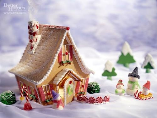 bhg-gingerbread-house [1600x1200]