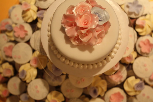 Romantic wedding cupcakes