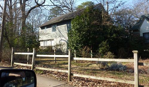 P1000278-2010-01-12-Winona-Park-2s-Modern-Winter-NE-Corner