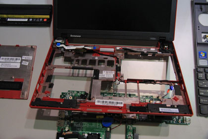 ThinkPad X100e 穴だらけの筐体