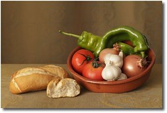 Composicin 5 (Cecilia Gilabert) Tags: lighting stilllife verduras vegetables composition bodegn composicin iluminacin bodegones abigfave photoexplore ceciliagilabert ceciliagilabertcom