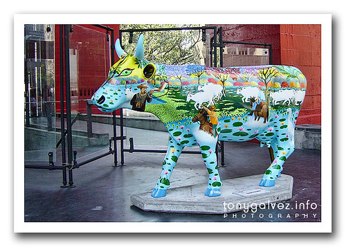 <em>Cow parade</em> in Rio
