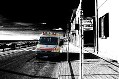bitonale di colore (John Cubo) Tags: marina eos ambulance 118 1740l 500d marinadipisa palp pubblicaassistenzalitoralepisano 118pisasoccorso