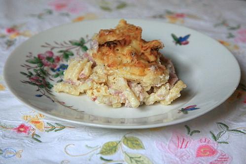Macaroni met hesp en kaas in de oven