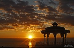 Sunset (Susan SRS) Tags: sea england sun water silhouette yellow clouds brighton dusk sunburst seafront bandstand eastsussex nwn crepuscolo 8899 scenicwater platinumphoto canon40d perfectsunsetssunrisesandskys distinguishedsunrisesunsets crepuscolosunsetssunrisesnights