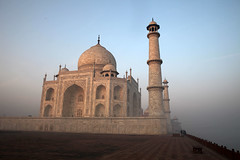 Taj Mahal (sebastien banuls) Tags: voyage street morning travel winter cold men festival fog walking photography photographie religion foggy indie varanasi indians  indi indien hind indi ganga pradesh hodu sangam pilgrims benares uttar haridwar indland prayag  hindistan gange uttarpradesh  svastika indija  desha ndia hindustan hindus  bharata   hiduism  hindia ardhkumbhmela   sdhu  indhiya bhratavarsha bhrrowtbaurshow  hndkastan       bhrata deshamu