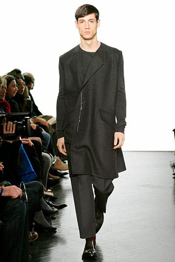 Nicolas Ripoll3071_FW10_Paris_Yves Saint Laurent(nymag com)