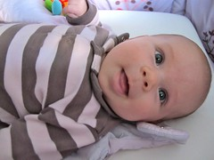 ah a rigole ! (Fabien Pfaender) Tags: baby cute newborn bb kawai nouveaun ghanima 2emois