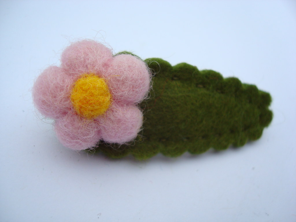 needle felted hair clip- pink flower