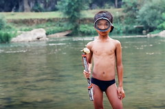 Simple Life : Lao PDR (mr_loonglaai) Tags: kids 35mm contax puffer laos rx vanvieng
