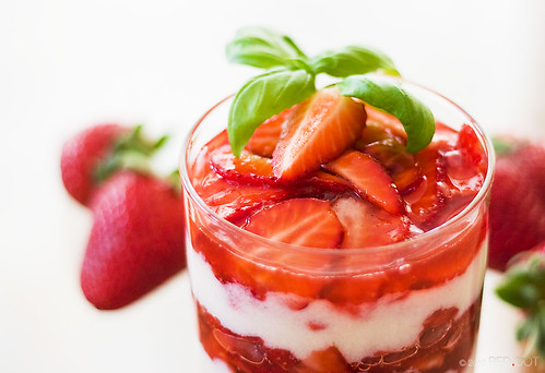 Semolina pudding with sauteed strawberries