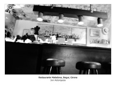 Maladona (Jon Astorquiza) Tags: espaa blancoynegro luz nikon restaurante girona tunel catalua begur d90