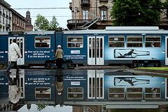 B (Donato Buccella / sibemolle) Tags: street italy milan reflection milano lanza canon400d sibemolle campagnadisensibilizzazioneadunbereresponsabile nonseitucheabusidellalcooleluicheabusadite