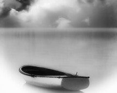[フリー画像] 乗り物, 船・船舶, ボート・カヌー, モノクロ写真, 201005141700