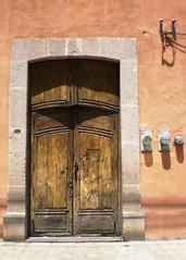 San Luis Potosi - La puerta electrificada (Polycarpio) Tags: door méxico mexicana mexico puerta san mexique luis poly gallardo mexiko messico potosi sanluispotosi polyfoto mekishiko polycarpio dwwg jmgallardo juanmanuelgallardo polygallardo juanmgallardo