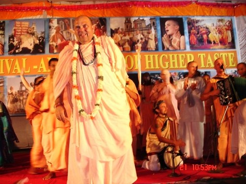 H H Jayapataka Swami in Tirupati 2006 - 0071 por ISKCON desire  tree.