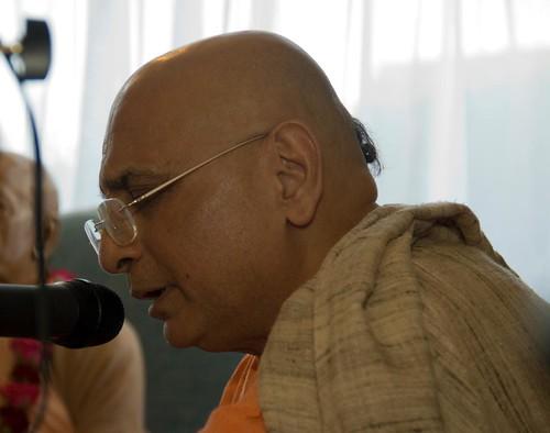 H H Bhakti Caru Swami 2010 - 0021 por ISKCON desire tree.