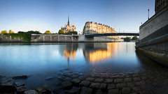 Il est 6h Paris s'veille... (Vincent Montibus) Tags: longexposure panorama paris reflection seine dawn nikon g pano panoramic notredame nikkor bp reflets f28 d3 afs riverseine aube 2470mm poselongue nn5 baladeparisienne bw110 nodalninja5 baladesparisiennes