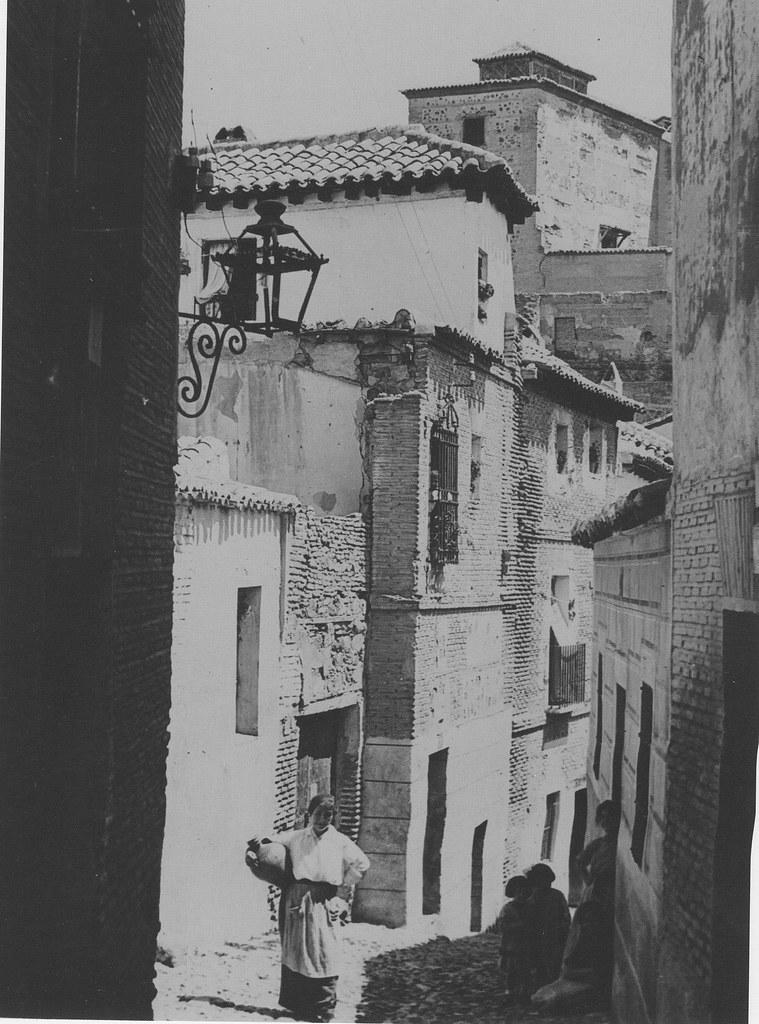 Una calle de Toledo hacia 1915. Fotografía de Kurt Hielscher. The Hispanic Society of America