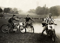 Motorvoetbal /  Soccer on motorbikes (Nationaal Archief) Tags: holland london netherlands soccer nederland voetbal 1923 crystalpalacepark motorvoetbal socceronmotorbikes