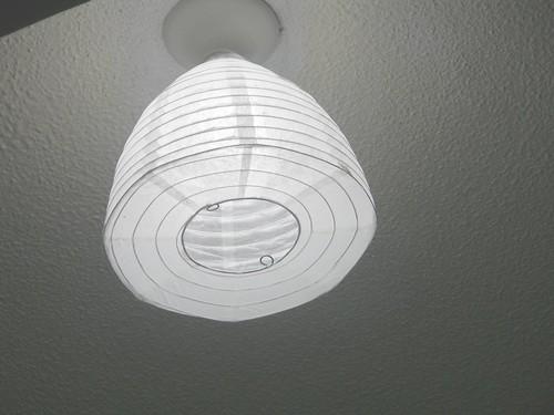 23天花板只有一個燈泡太醜,買了紙燈籠罩來掛