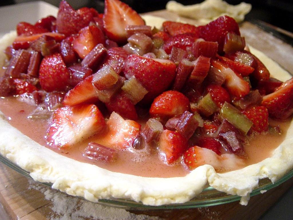 Perfect Strawberry Rhubarb Pie