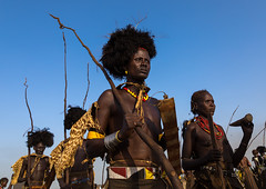 Dassanech men with leopard skins and ostrich feathers wigs during Dimi ceremony to celebrate circumcision of teenagers, Turkana County, Omorate, Ethiopia (Eric Lafforgue) Tags: adornment adultsonly africa animalskin blackskin cape ceremony circumcision clothing daasanech dassanach dassanech day dime dimiceremony eastafrica ethiopia ethiopia0617218 ethiopian ethnic fur geleb groupofpeople headwear horizontal hornofafrica indigenousculture initiationceremony leopard men omovalley omorate ornament ostrichfeather outdoors sticks traditionalceremony traditionalclothing tribal tribe tribesmen waistup warriors wigs women turkanacounty et