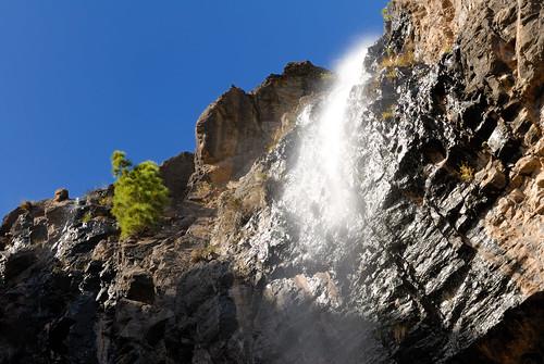 Agua cayendo hacia la presa de Soria