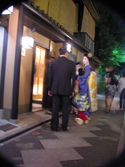 Worried geisha (Roving I) Tags: streets japan evening kyoto moments culture restaurants geiko tradition society traditionaldress geishas glances kanzashi erikae meninsuits hisacho