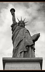 Libert, galit, fraternit... (Giuseppe Foto) Tags: paris france statue de libertad la los foto des libert estatua francia isla 2009 cygnes giuseppe cisnes le