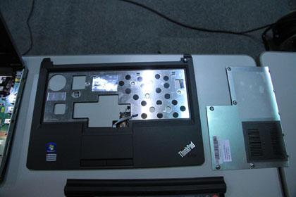 ThinkPad Edge 13 パネルの分解写真