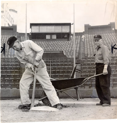 1959: Seals home plate being removed